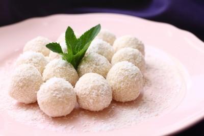 Kuglice sa belom čokoladom i kokosom
