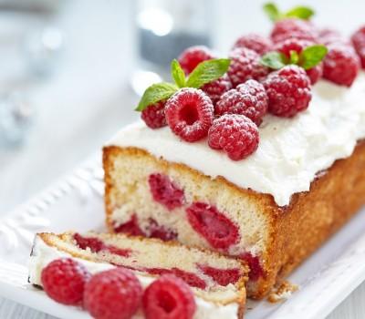 Šuškavi kolač sa malinama