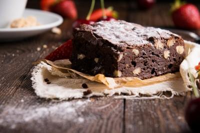 Brzi čokoladni kolač sa orasima