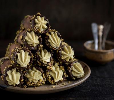 Kanoli sa pistaćima i čokoladom
