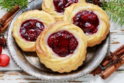 Posan kolač sa cimetom i džemom